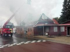 Den Gl. Smedie på Stadionvej nedbrænder onsdag formiddag den 15. august. 2018 (8)