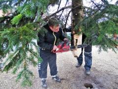 4-Aksel-tilpasser-juletræsfoden-2